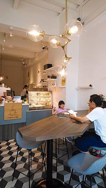 2020.08.29。(8歲11月又20天)。(7歲2個月又7天)。新竹竹北Faith in  Faith飛一啡Cafe-1.jpg