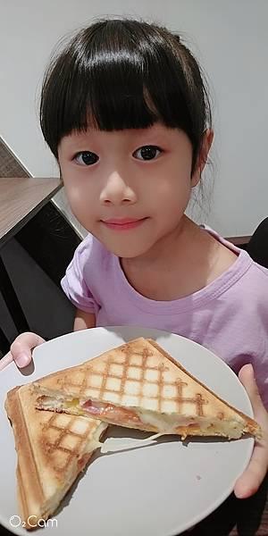 2020.08.29。(8歲11月又20天)。(7歲2個月又7天)。新竹竹北Faith in  Faith飛一啡Cafe-10.jpg