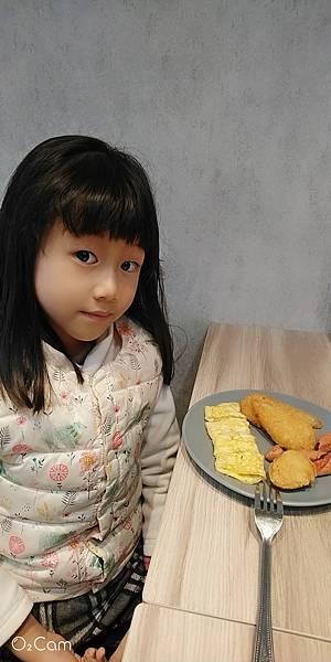 2021.01.17。(9歲4個月又8天)。(7歲6個月又26天)。新竹竹北找光頭吃早餐-1.jpg