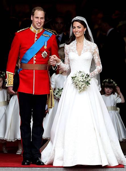 1332881697_kate-middleton-wedding-dress-hr