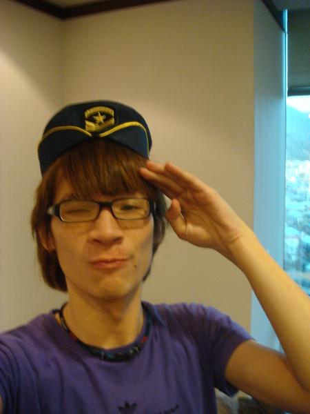 我好適合這個帽子唷~哈