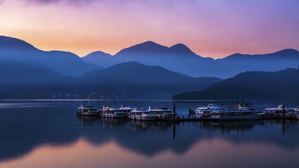 Dawn of Sun Moon Lake.jpg