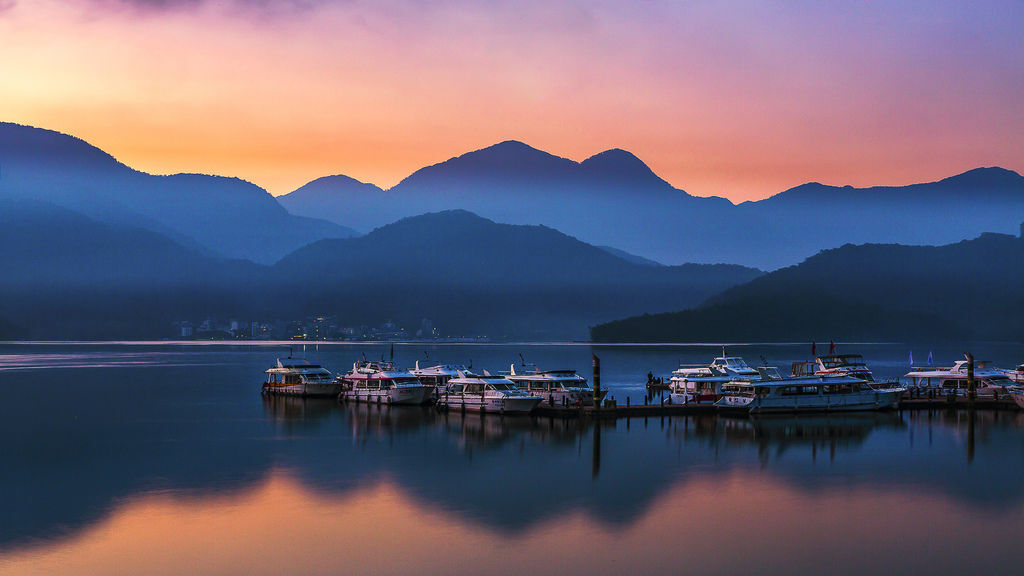 Dawn of Sun Moon Lake-1.jpg
