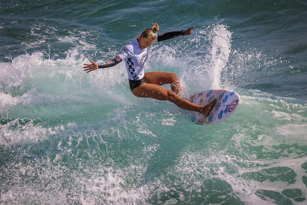 201909新加坡旅遊組~Dancer crossing the waves.jpg