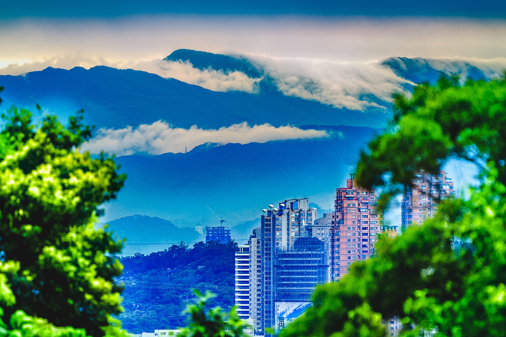 202010110026020200425家中遠眺觀音山山嵐_4746-1.jpg