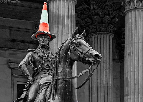 duke_of_wellington_traffic_cone_glasgow.jpg