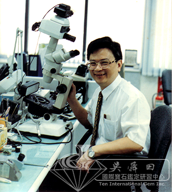 吳老師與顯微鏡-7.jpg