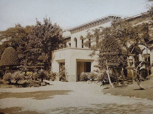 創立1919年的台中商業學校(現台中科技大學),相片約拍攝於1939年.1