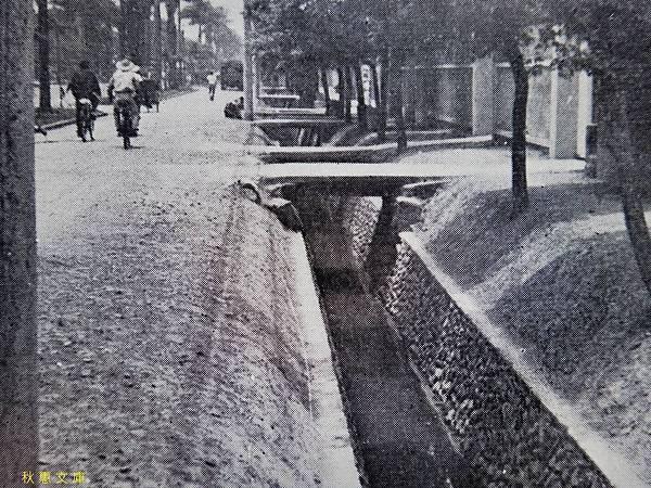 民國51年台北市仁愛路2段路旁的排水溝