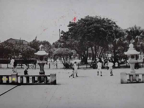 日本時代台北龍山寺前的公園2