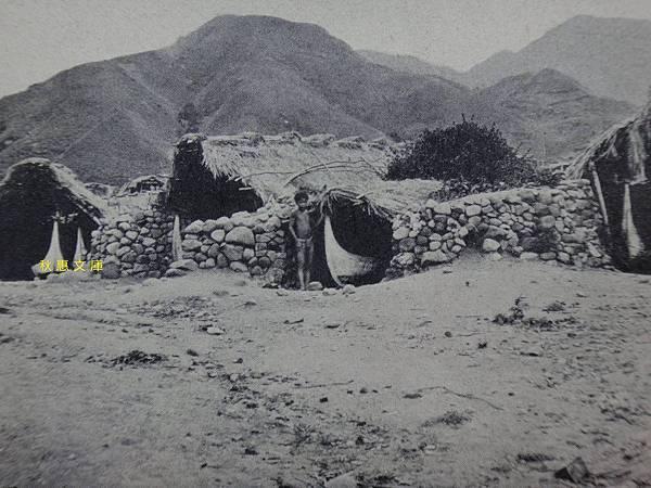 昭和6年(1931)蘭嶼,船小屋(kamarigu no tatara),