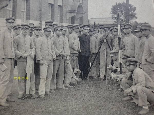 約1928年,學習三角測量的台北二中學生(現成功高中)
