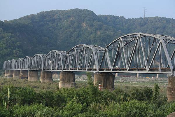下承式曲弦桁樑(花樑鋼橋)(大安溪鐵橋) (5).JPG