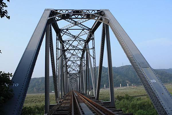 下承式曲弦桁樑(花樑鋼橋)(大安溪鐵橋) (10).JPG