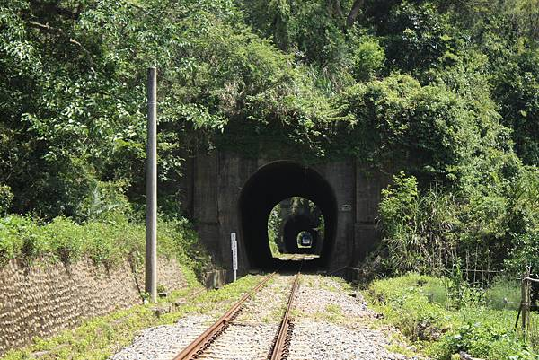 連續隧道群 (1).JPG