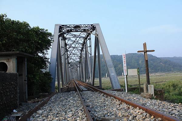 下承式曲弦桁樑(花樑鋼橋)(大安溪鐵橋) (12).JPG