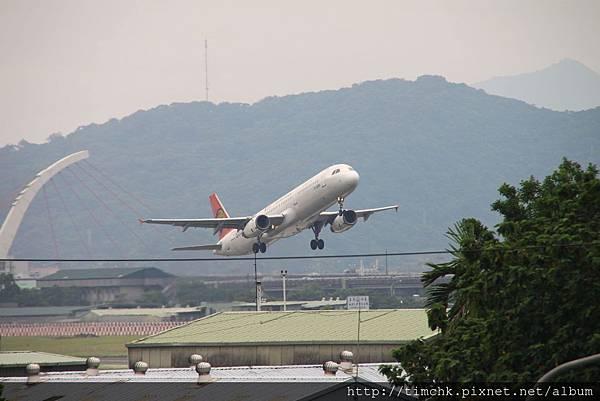 復興A321 B-22601看東西彩繪機-1