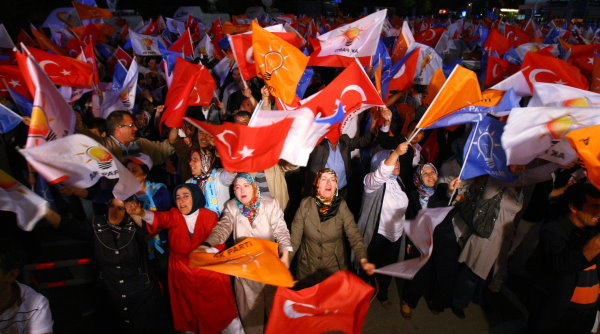 Theyre Standing on the Street 005 - AKP Supporters.jpg
