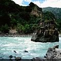 尼洋河 中流砥柱巨石