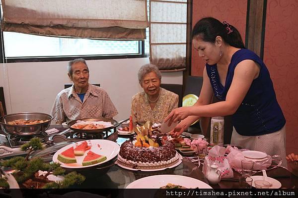 阿祖壽宴  吃蛋糕