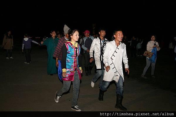 篝火晚會  跳舞