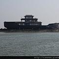 紅海灘旁  景觀船