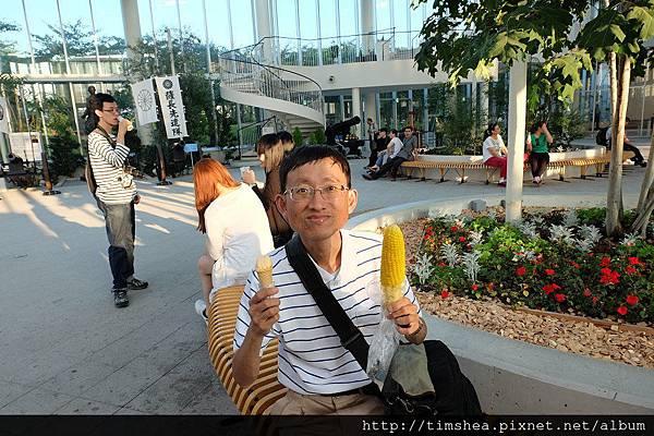 函館 五稜郭  吃霜淇淋與玉米