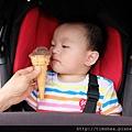 明甫吃冰淇淋
