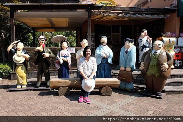 道後溫泉旅館旁的人偶