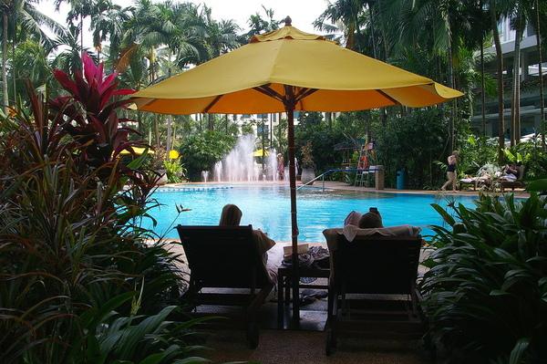飯店中庭  泳池