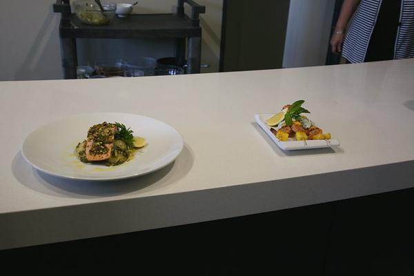 蝦串沙拉與烤鮭魚