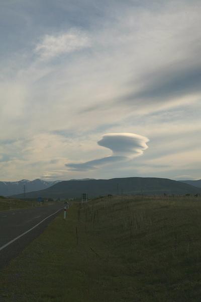 特瑞索  公路上的雲