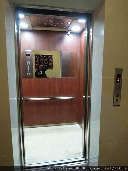 1060203-台東3天2夜-DAY1-100號民宿-電梯.jpg