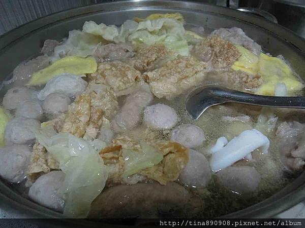 1060312-茄萣海魚翅火鍋 (15).jpg