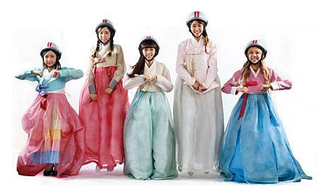 Crayon-Pop-in-Hanbok-s-for-Chuseok-crayon-pop-35572359-1023-614.jpg