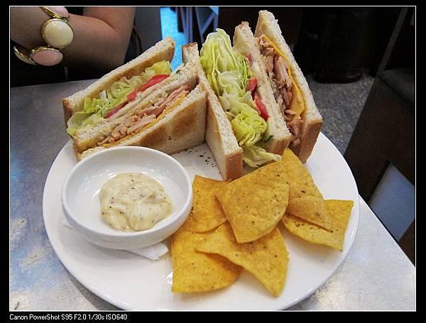 凱薩燻雞三明治NT260(含NT160飲料一杯).jpg