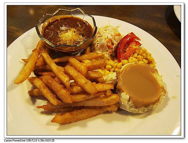 沙朗牛排附餐-墨西哥紅辣椒豆.玉米.馬鈴薯泥.薯條.JPG