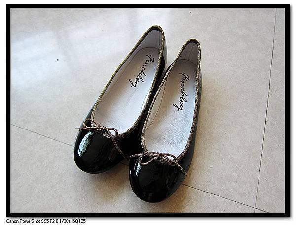 Finchley黑色鏡面NAPPA牛皮手工娃娃鞋NT1,380.JPG