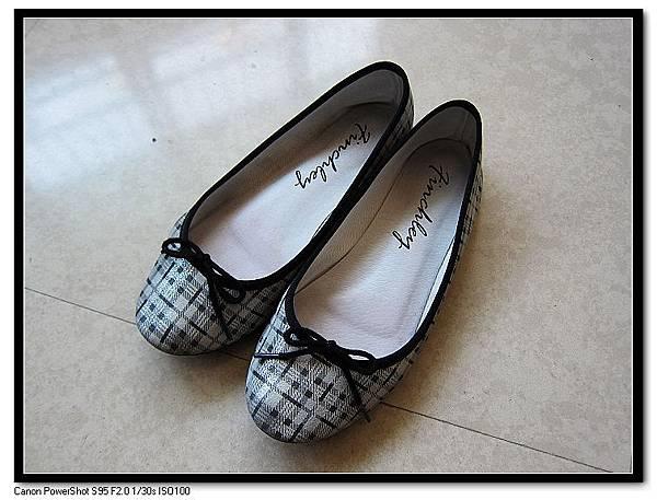 Finchley 小羊皮手工娃娃鞋NT1,600.JPG