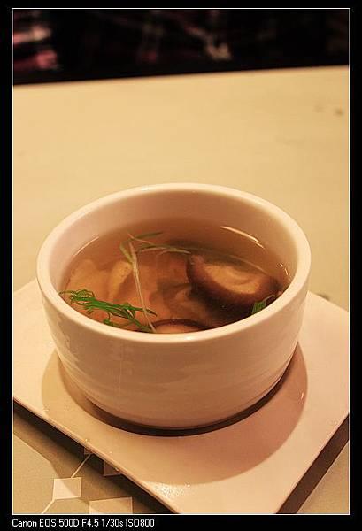 湯-蒜香海鮮清湯.jpg
