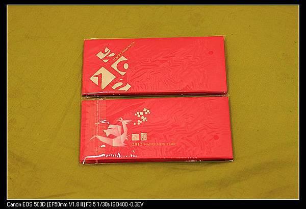 0121 消費贈龍年紅包袋.jpg