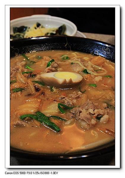 牛肉泡菜味噌拉麵一碗NT130