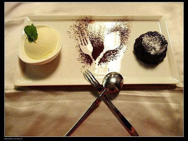甜點-烤濃漿巧克力冰淇淋.jpg