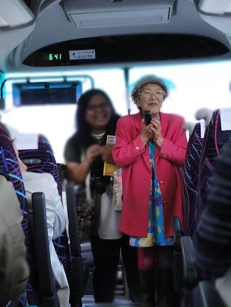 紫竹婆婆特別上車來跟我們道謝.JPG