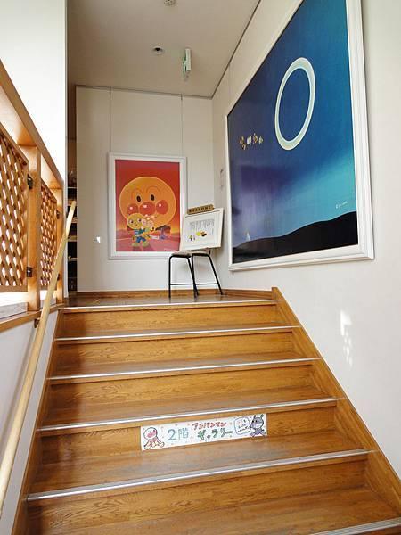 二樓是繪本區.JPG