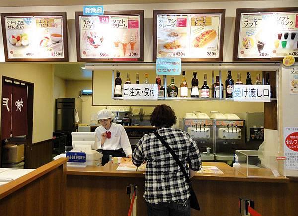 現場也有飲食區在賣冰淇淋.JPG