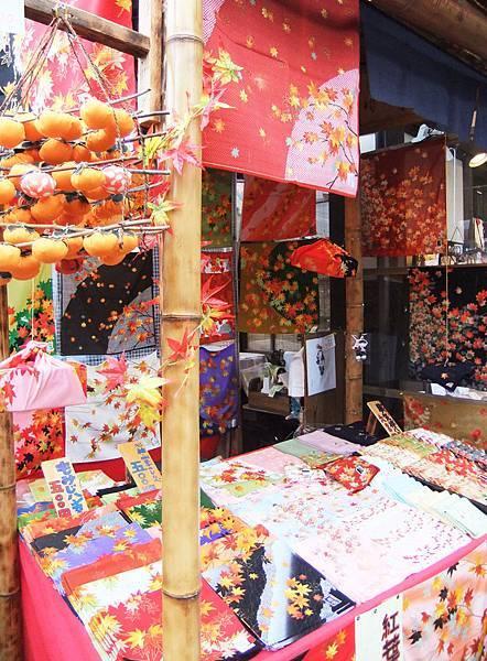 5各式各樣紅葉花色的手帕.jpg