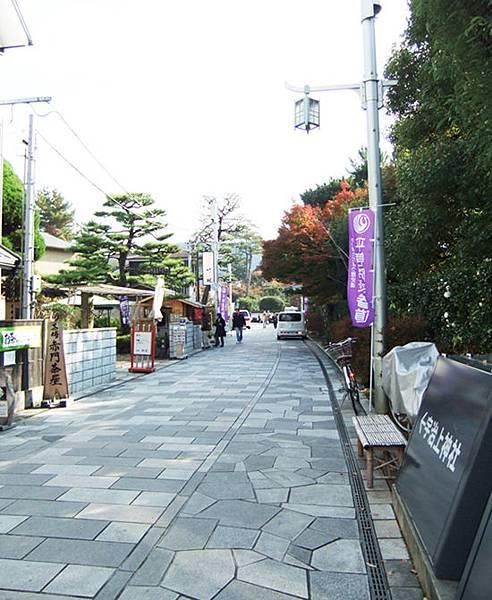 27沿路有茶屋及餐廳.jpg