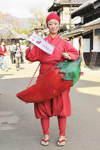 賣辣椒的穿成一根紅辣椒.jpg