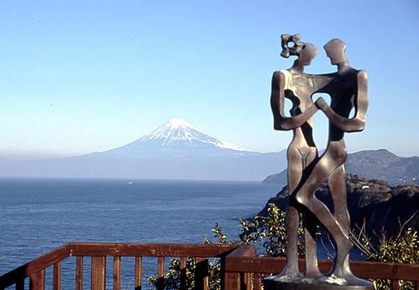 富士山(從戀人岬看)__社團法人日本觀光協會中部支部.jpg